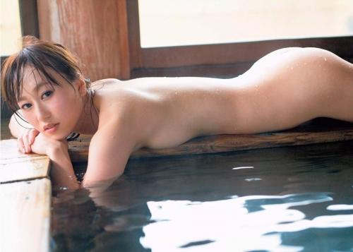 元AKB48小林香菜、彼氏と「写真集」が原因で破局「お尻を出してるってことが衝撃的だったようで…」