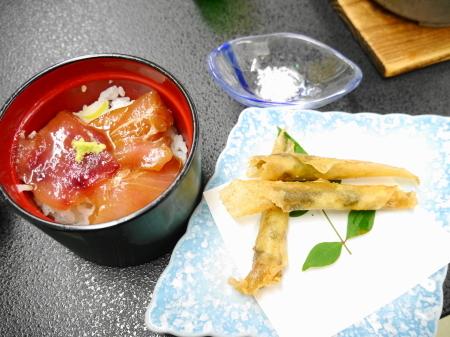 漬けマグロ丼、春巻き揚げ