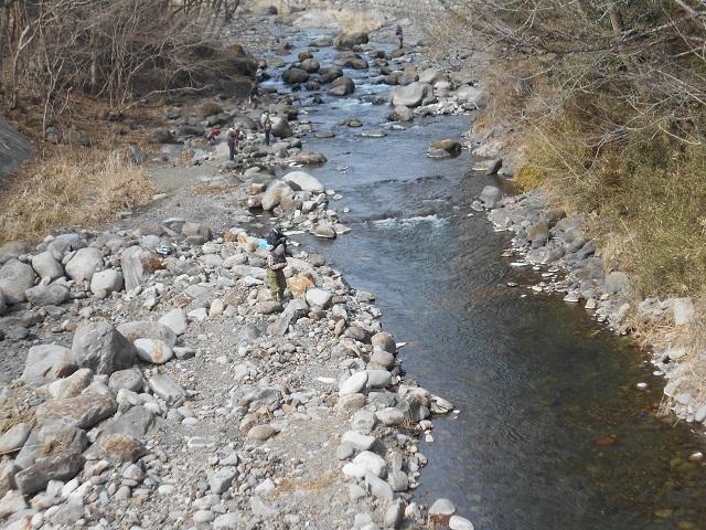 DSCN20640312関守橋上流ヤマメ釣りの様子良く釣れていました。