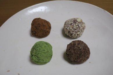 GODIVAのチョコon粉引皿
