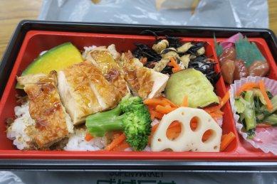 10品目の鶏照り焼き弁当@495円(税込)