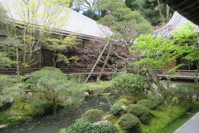 永観寺・釈迦堂の中庭