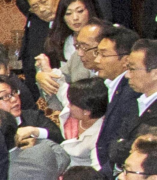 ミンス党議員が女性を拉致2