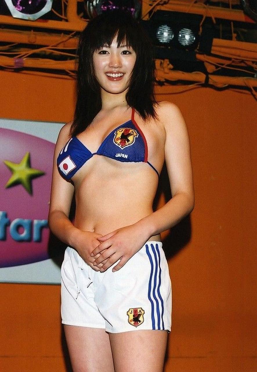 サイズの合わないワールドカップ水着を着て下乳がはみ出てる綾瀬はるか