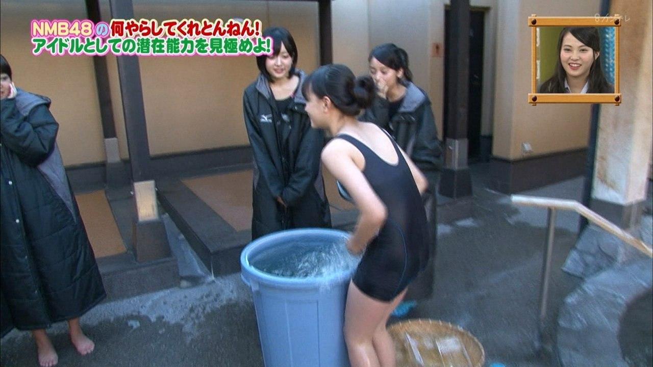 「NMBとまなぶくん」でスクール水着を着たNMB48の上西怜
