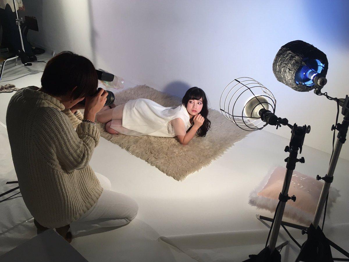 女性雑誌『ar』、橋本環奈のグラビア撮影オフショット