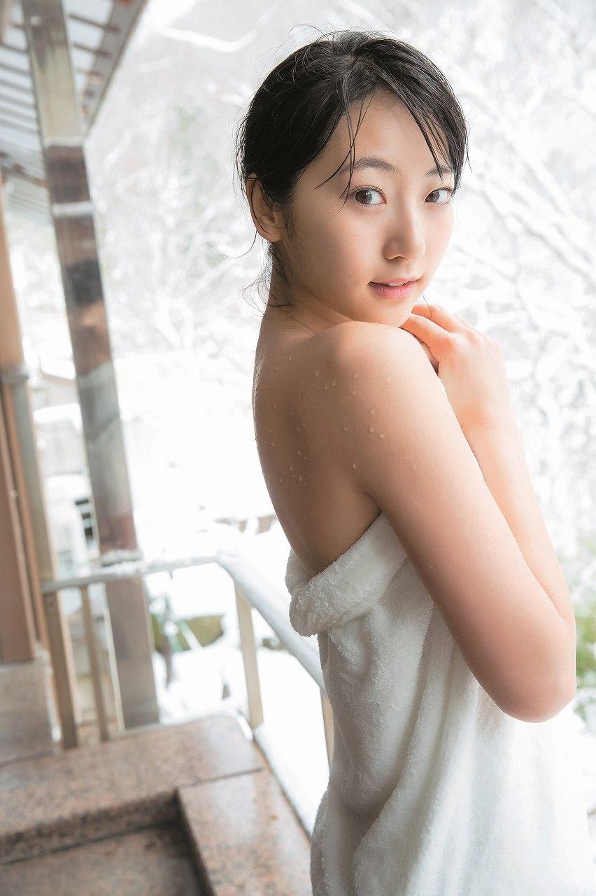 「ヤングジャンプ 2017年 2/23 号」バスタオル一枚だけの武田玲奈の温泉グラビア
