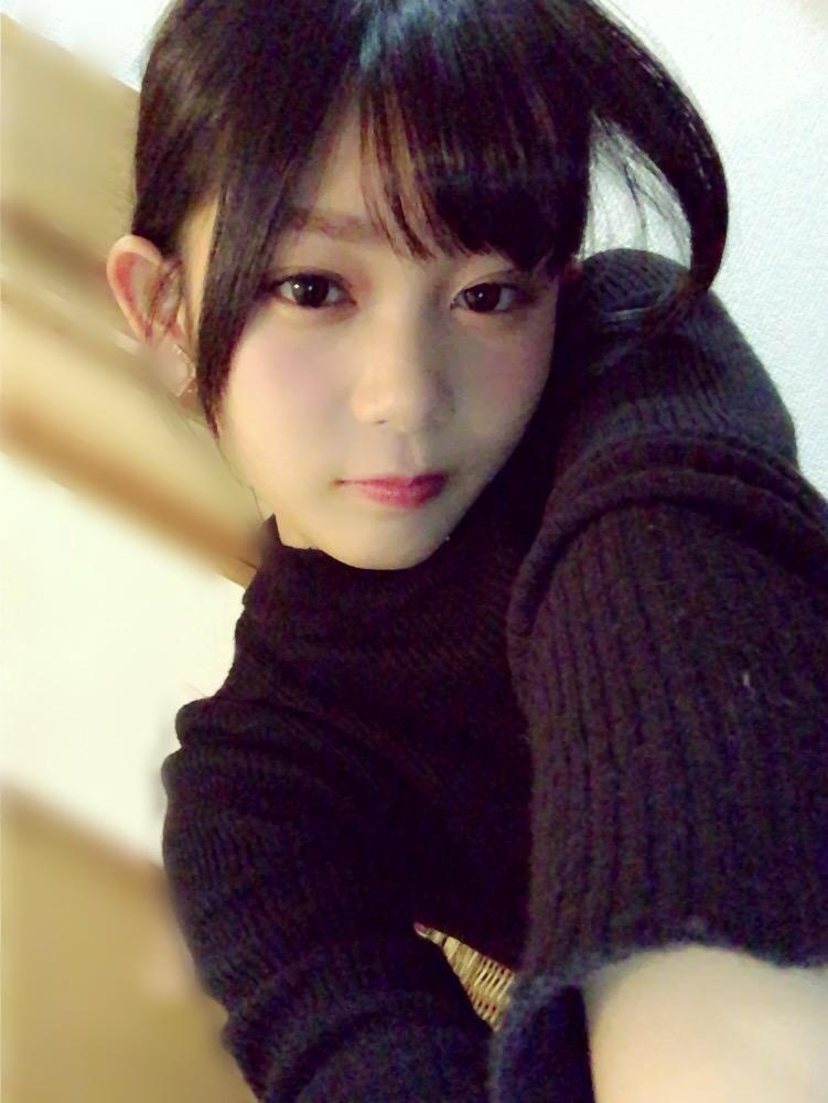 欅坂46・尾関梨香の自撮り画像