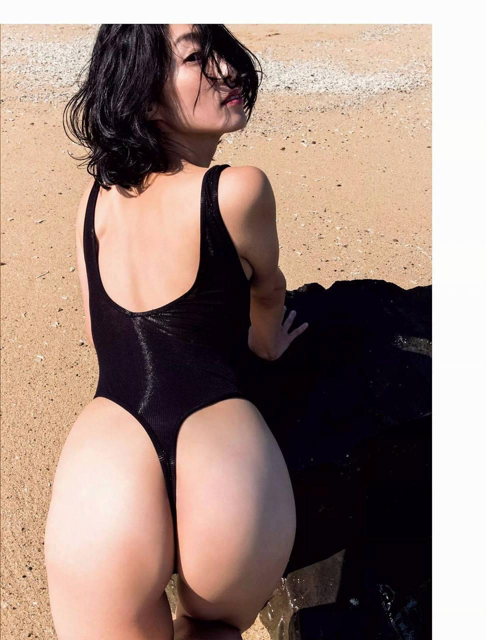 「週刊FLASH(フラッシュ) 2016年12月13日号」佐藤寛子のTバック水着グラビア