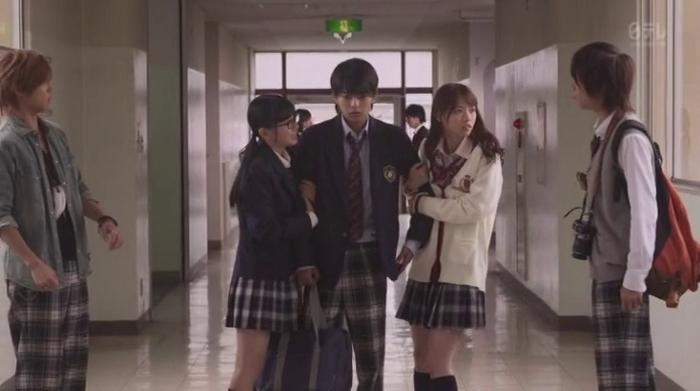 ドラマ「49」、佐藤勝利と腕を組む西野七瀬