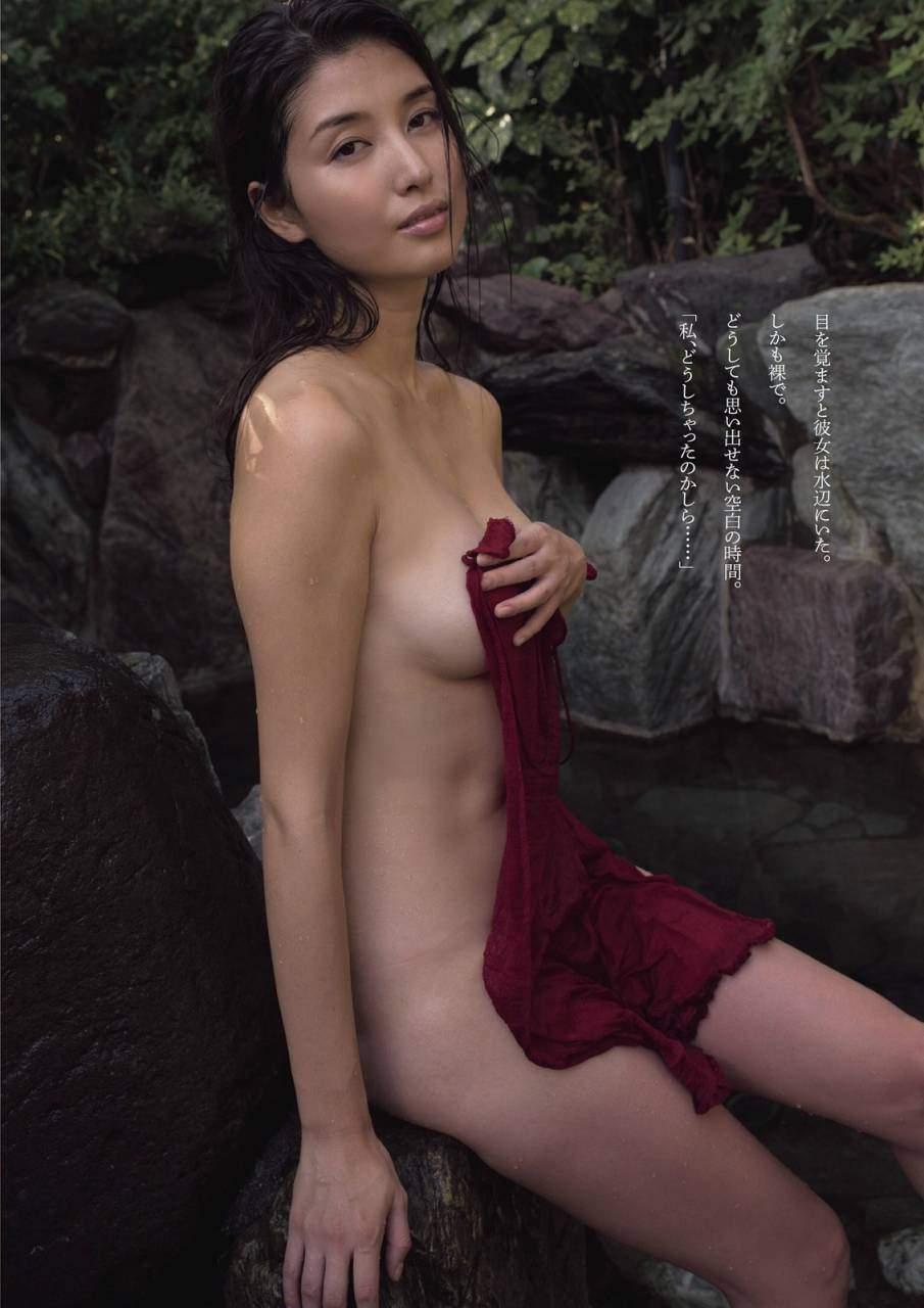 橋本マナミのバスタオル一枚グラビア