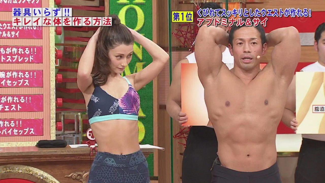 「ホンマでっか!?TV」で露出度の高いスポーツウェア着てくびれを見せるダレノガレ明美