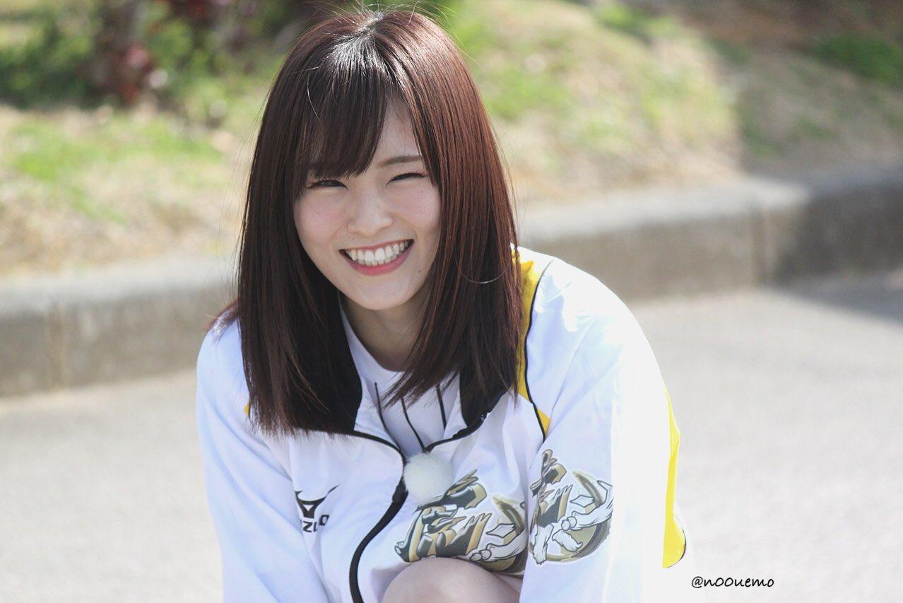 ABCテレビ「虎バン」のアシスタント「虎マネ」として阪神キャンプ地の宜野座球場を訪問した山本彩