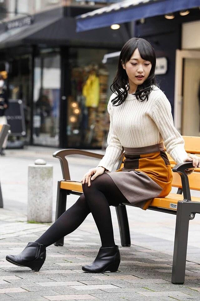 ニットを着た久保田未夢の着衣巨乳グラビア
