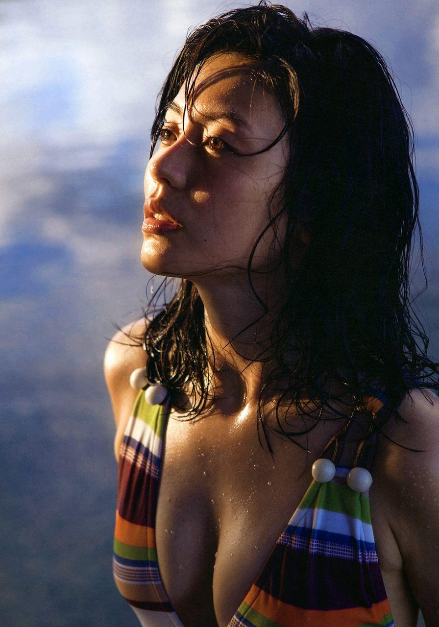 本仮屋ユイカの写真集「maururu(マウルル)」画像(本仮屋ユイカの水着グラビア)