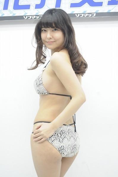 DVD「Jの恋人」の発売記念イベントでソフマップに登場した花井美理