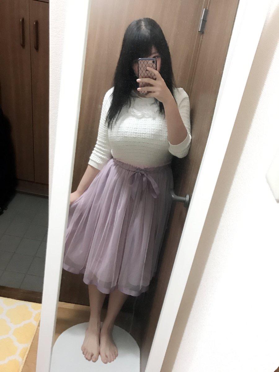 ニットを着た爆乳女子(ももせもも)の着衣巨乳