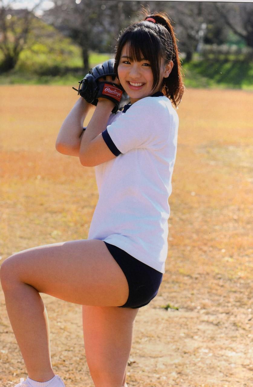 体操着を着てブルマを履いた平嶋夏海のグラビア