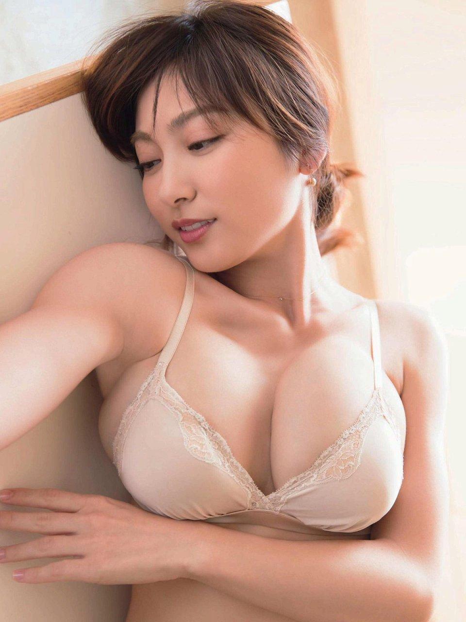 「FRIDAY(フライデー) 2017年 3/3 号」熊田曜子の下着グラビア
