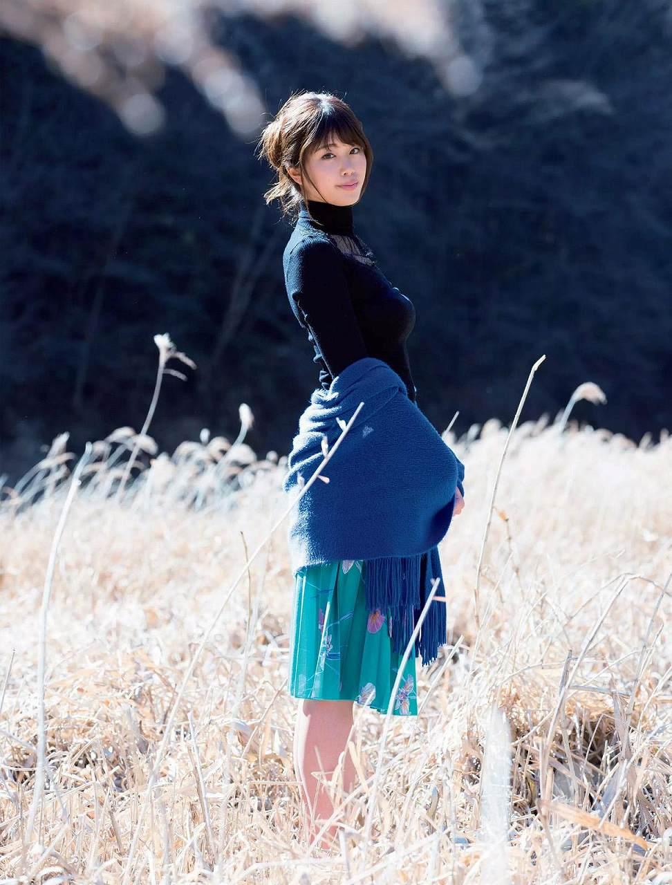 「週刊FLASH(フラッシュ) 2017年2月21日号」ニットを着た稲村亜美の着衣巨乳グラビア