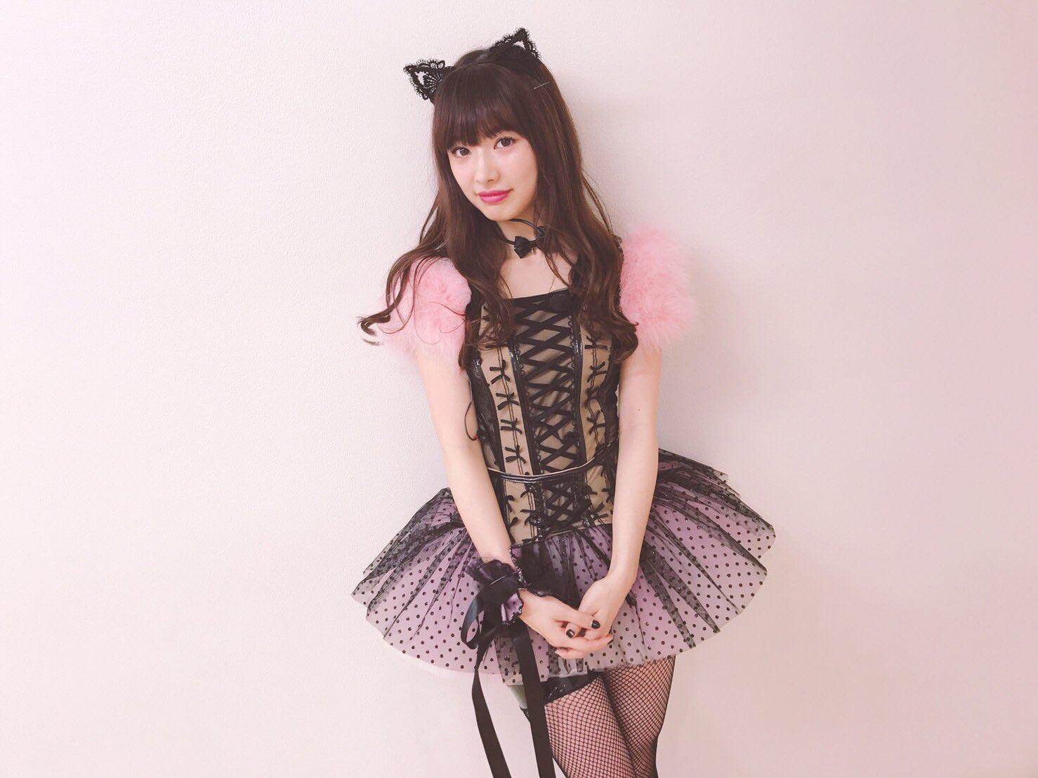 セクシーな猫耳衣装を着た武藤十夢