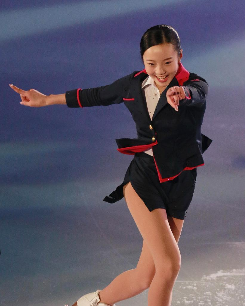 女子フィギュアスケート全日本選手権のエキシビションでキャビンアテンダント風衣装を着た本田真凜