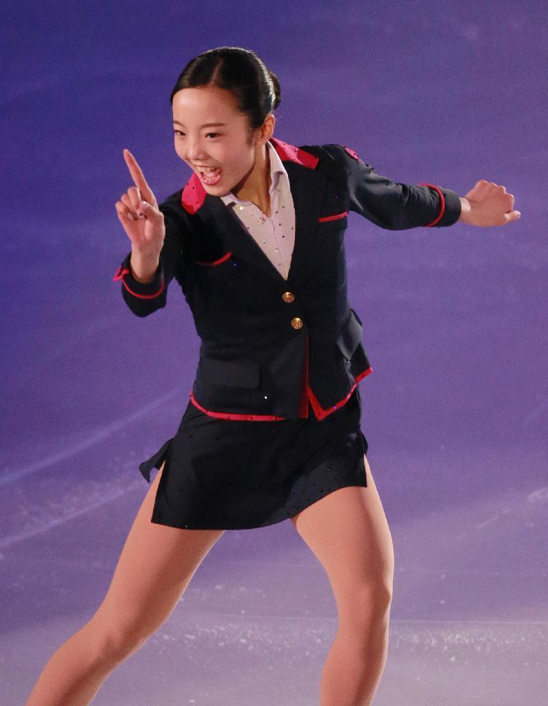 女子フィギュアスケート全日本選手権のエキシビションでCA風衣装を着た本田真凜