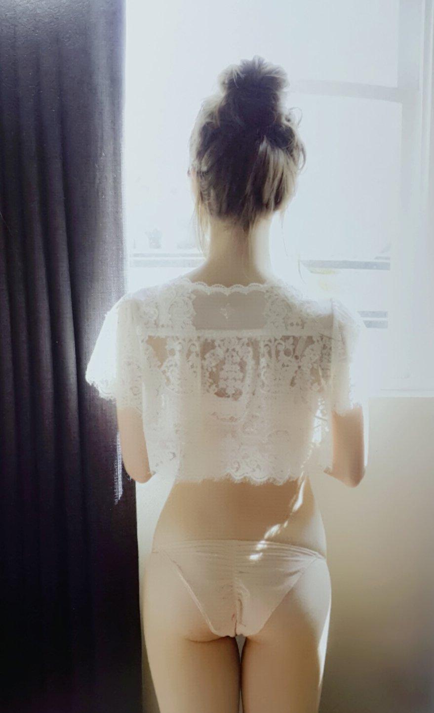 白石麻衣の写真集「パスポート」画像(白石麻衣の下着お尻グラビア)