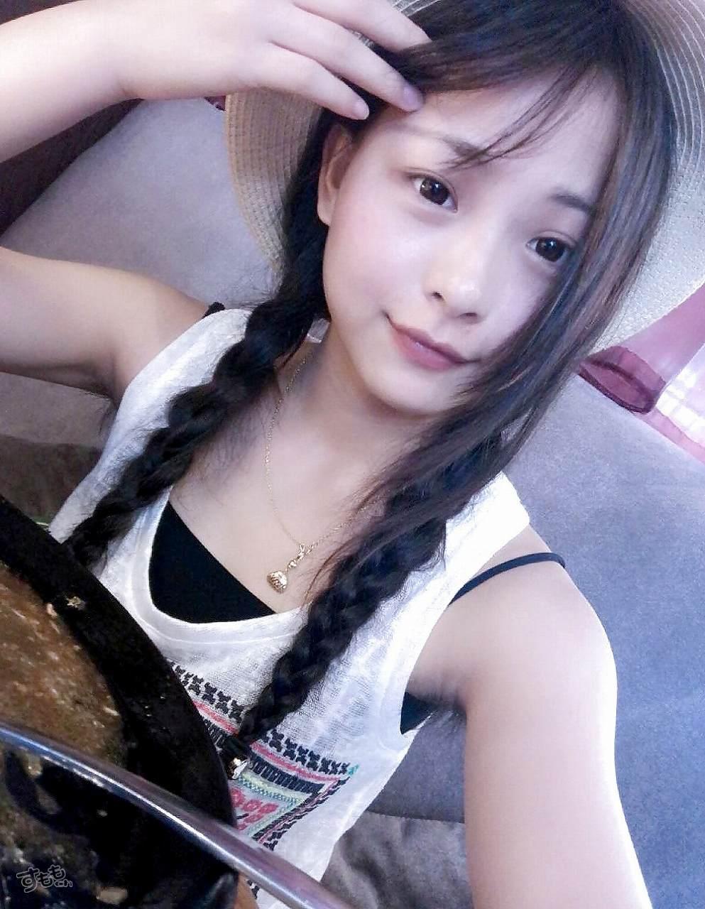 わき毛を伸ばしっぱなしにした中国人の可愛い女の子