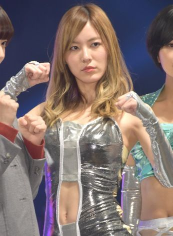 ドラマ「豆腐プロレス」のへそ出しプロレス衣装を着た松井珠理奈