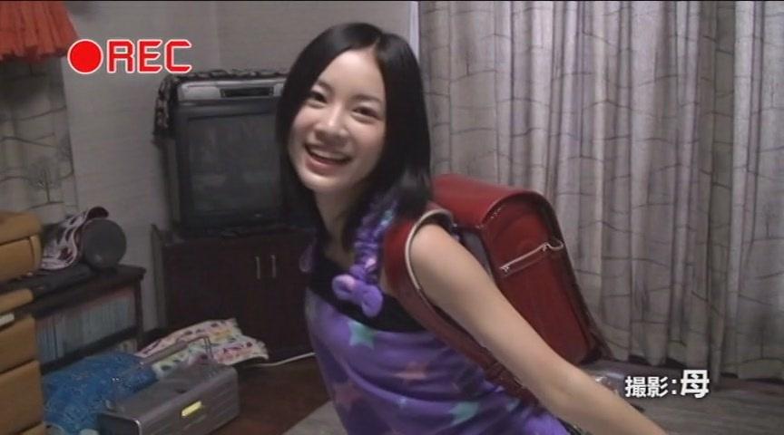 小学生時代、ランドセルを背負った松井珠理奈