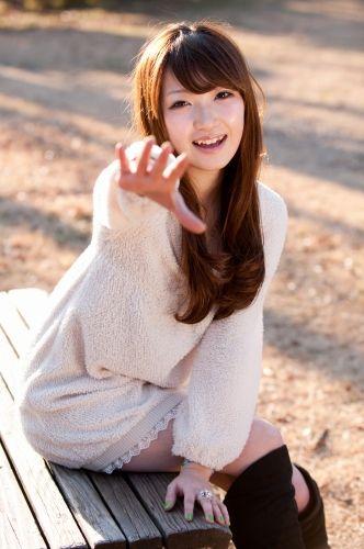 天木じゅんの姉・黒田絢子の着衣グラビア