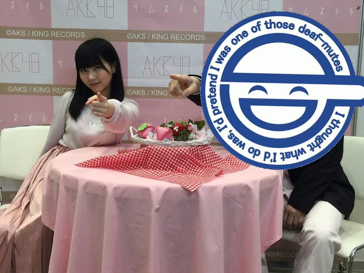 写メ会でおっぱいを机の上に乗せてるHKT48・田中美久の着衣巨乳