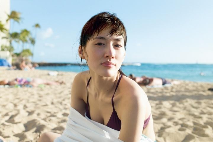 綾瀬はるかの写真集「BREATH」画像(綾瀬はるかの水着グラビア)