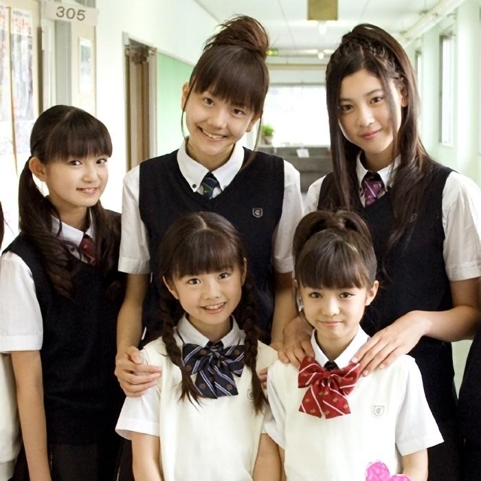 さくら学院時代の松井愛莉と三吉彩花
