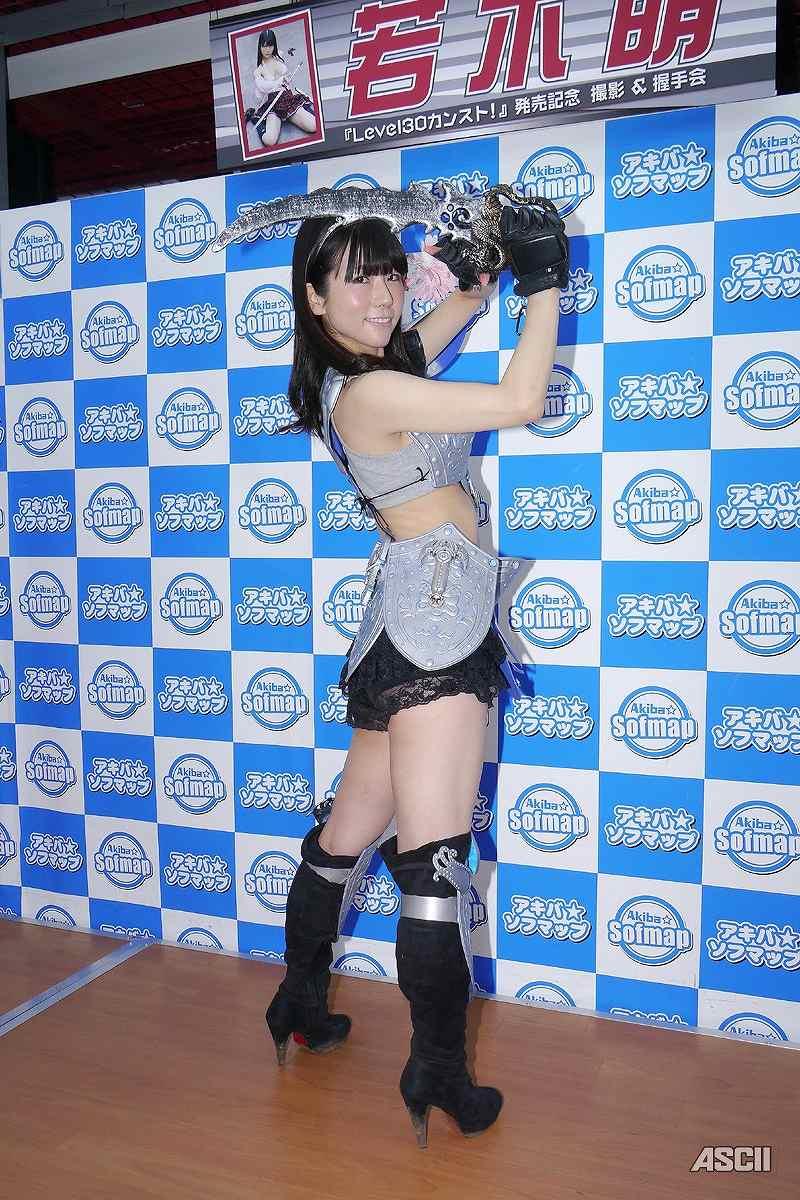 DVD「Level30カンスト!」の発売記念イベントでソフマップに登場した若木萌