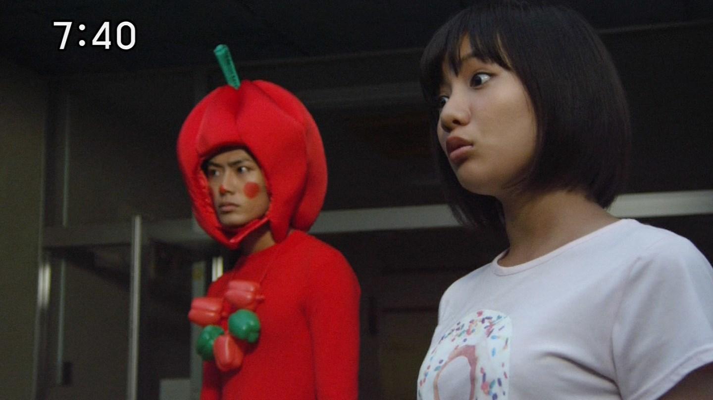 「手裏剣戦隊ニンニンジャー」でTシャツを着たシロニンジャー・矢野優花の着衣巨乳