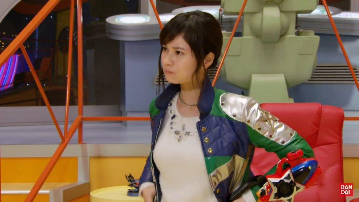 「宇宙戦隊キュウレンジャー」カメレオングリーン・大久保桜子の着衣おっぱい