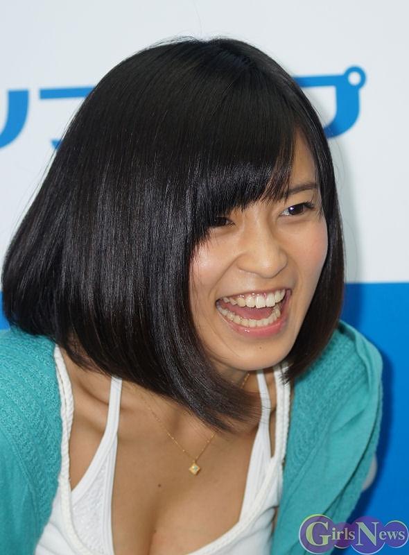 DVDの発売記念イベントでソフマップに登場した小島瑠璃子