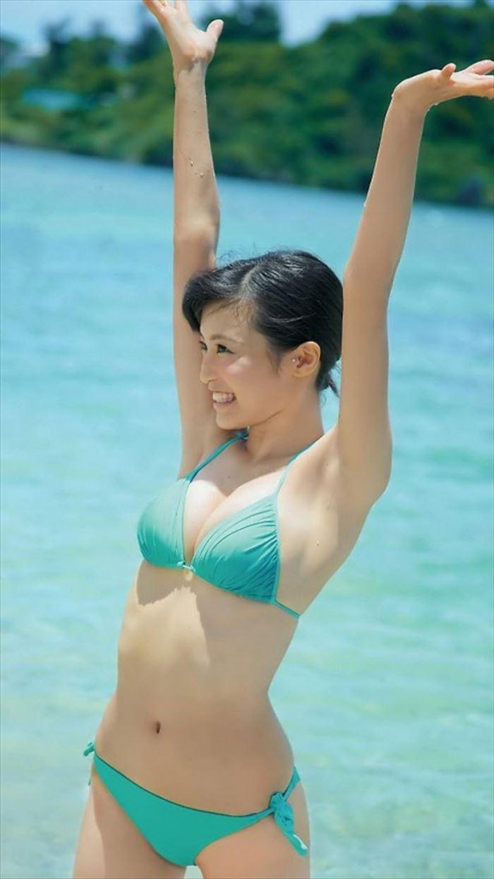小島瑠璃子の水着グラビア