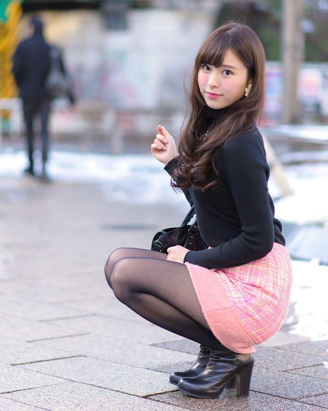 ニットを着たミス慶應グランプリの角谷暁子