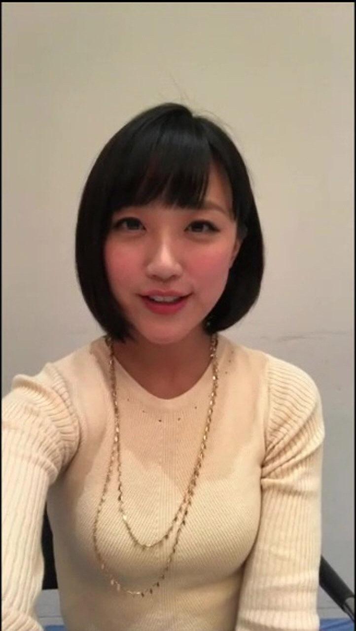 ニットを着た竹内由恵アナの着衣巨乳自撮り画像
