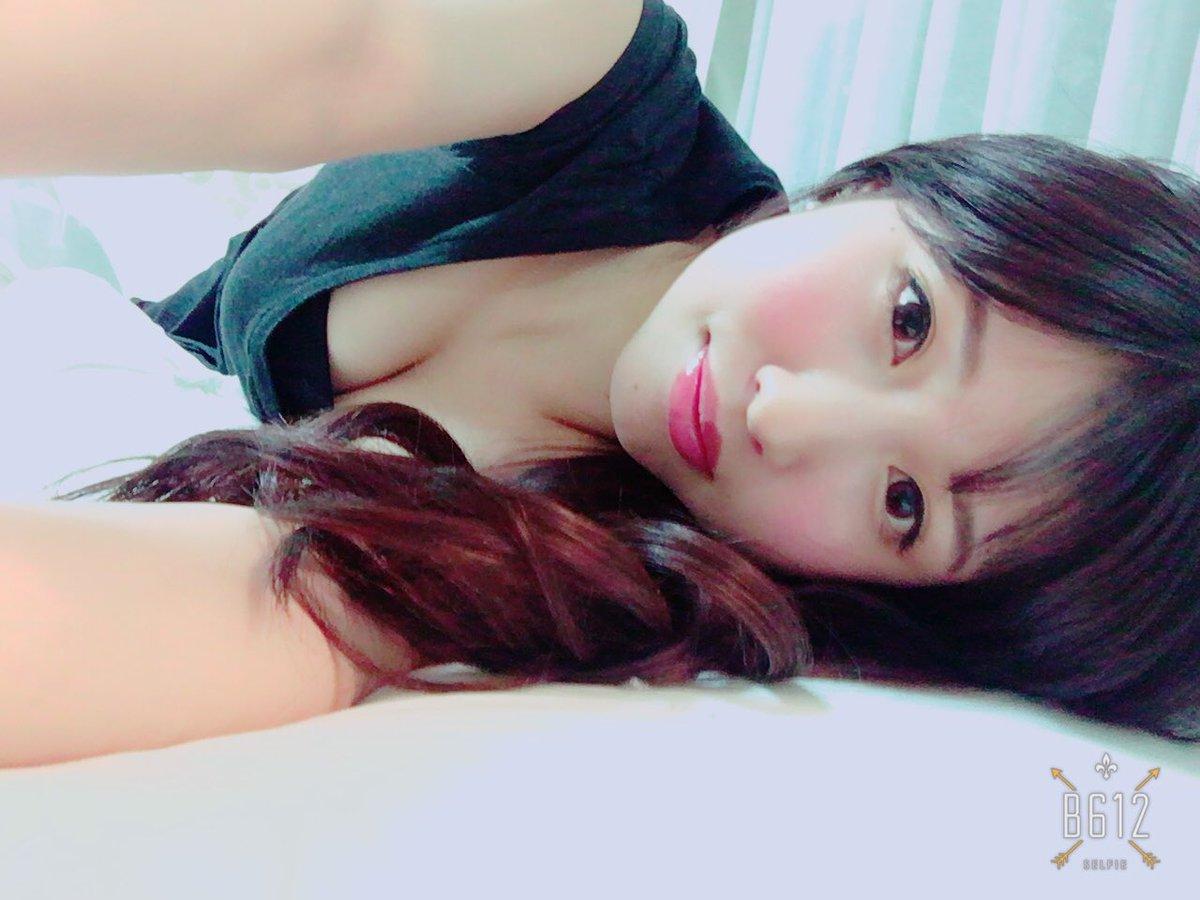 AV女優の桜空もものおっぱい谷間自撮り画像