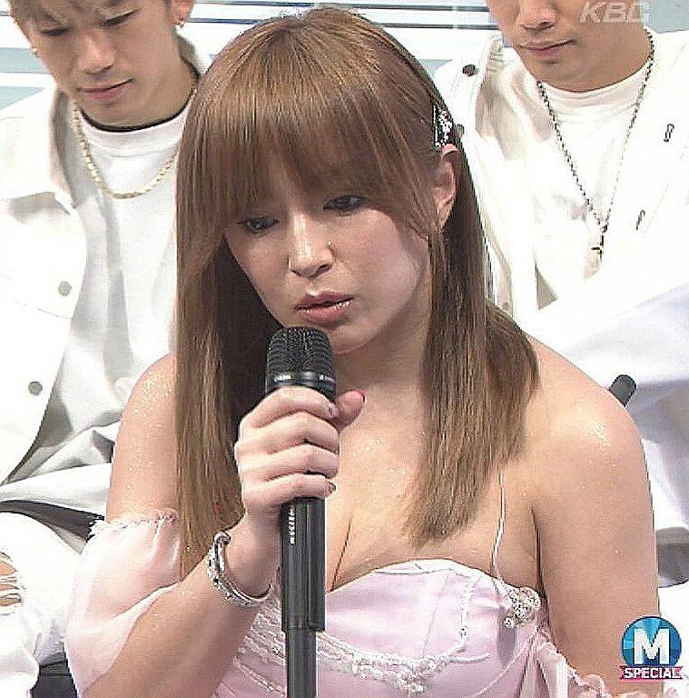 3月31日「ミュージックステーション」に出演した浜崎あゆみのおっぱい谷間