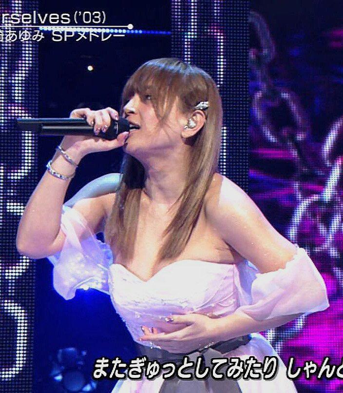 3月31日「ミュージックステーション」に出演した浜崎あゆみのおっぱい