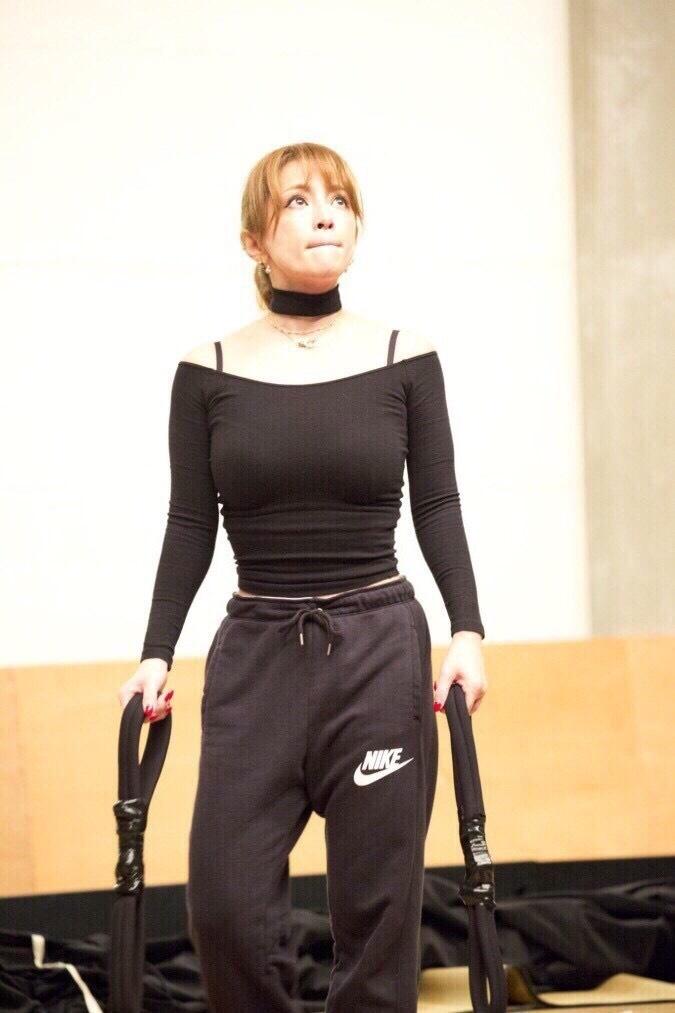 浜崎あゆみの着衣巨乳