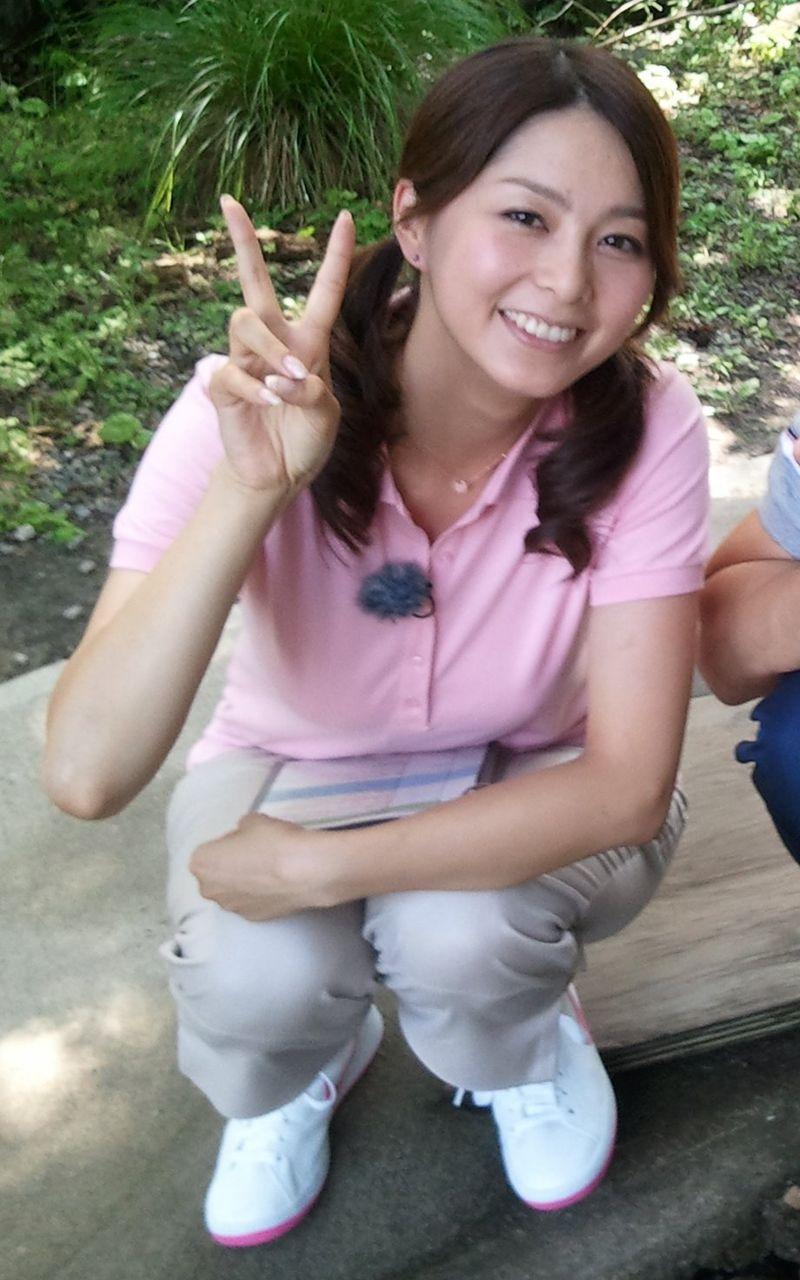 ポロシャツを着た杉浦友紀アナの着衣巨乳