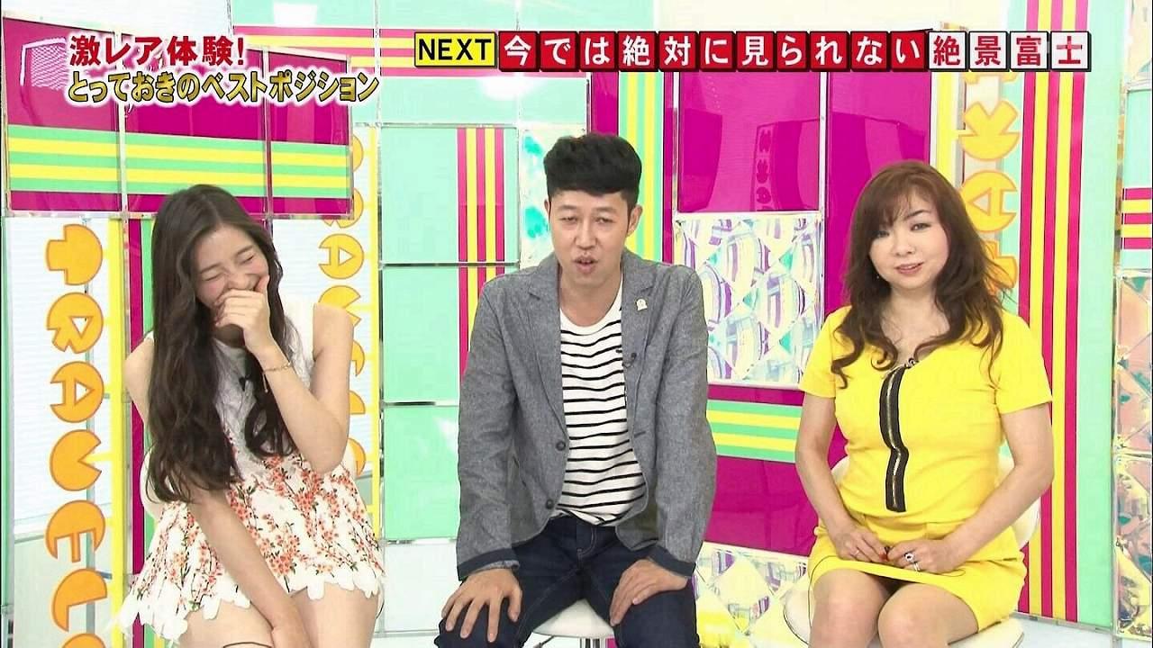 テレビでミニスカートを履いた足立梨花