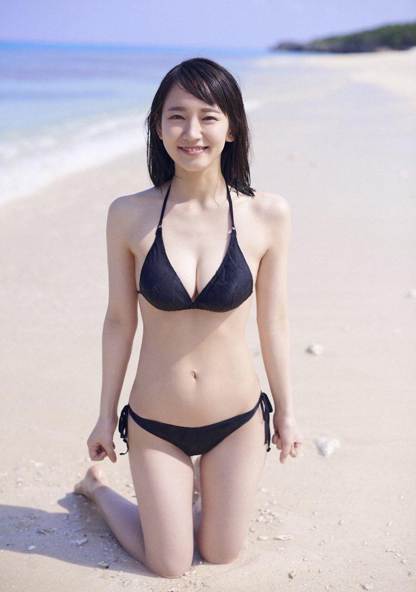 吉岡里帆さん、ピチピチの水着を着せられてボッ●乳首を晒してしまう