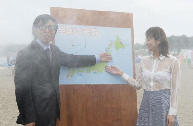 台風中継でずぶ濡れになってブラウスがスケスケ、ブラジャーが丸見えになってる女子アナ